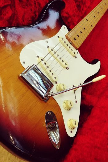 FENDER-STRATOCASTER-1958-FORMERLY-OWNED-BY-LENNY-KRAVITZ